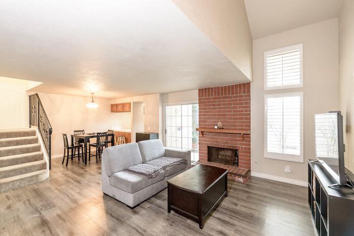 租赁和专业管理的海德Ct. Costa Mesa, 2950美元/月.
